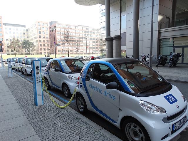 El cotxe elèctric: Situació actual, reptes i nous models de negoci